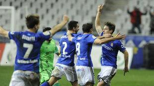 Erice festeja su gol al Getafe junto a Johannesson, Toché y Susaeta.