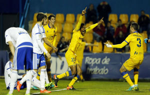 Owona celebra su gol ante el Real Zaragoza.