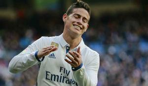 James se lamenta en un partido del Madrid.