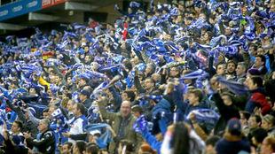 Aficionados del Espanyol, durante un encuentro en Cornellà.