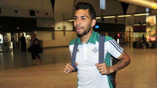 El brasileño Petros, en el aeropuerto de Sevilla.