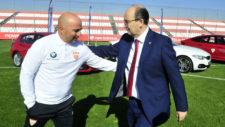 Sampaoli y Castro se saludan en un acto del Sevilla.