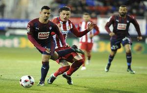Nano pugna con Jiménez durante el partido de Copa del Rey.
