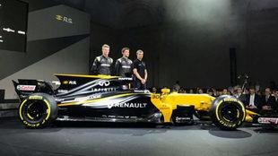 Hulkenberg, Palmer y el probador Sergey Sirotkin, con el RS17.
