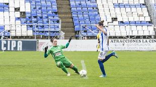 Laura Rus marcando un gol esta temporada.