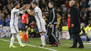 Sergio Ramos saluda a Pepe ante Zidane