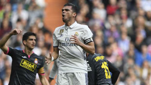 Pepe se lamenta en el encuentro ante el Espanyol