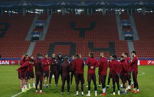 La plantilla del Atlético de Madrid en un entrenamiento previo al...