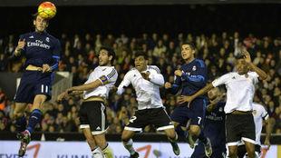 Gareth Bale, con este remate, marcó de cabeza la temporada pasada en...