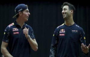 Verstappen y Ricciardo bromean en el GP de Malasia de 2016.