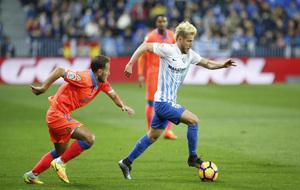 Keko conduce el balón en un lance del partido ante la UD Las Palmas.