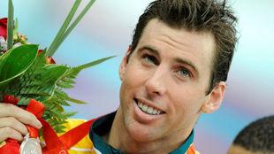 Grant Hackett, con la medalla de plata lograda en los Juegos de Pekín