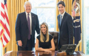 Ivanka Trump junto a su padre Donald Trump (izquierda) y Justin...