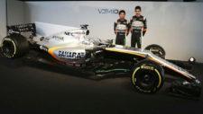 Checo Pérez y Esteban Ocon, con el nuevo VJM10 en Silverstone.