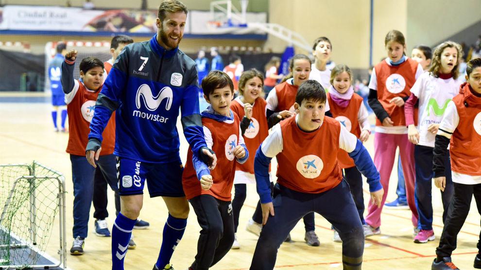 Pola, junto a algunos de los participantes en el evento de Ciudad...
