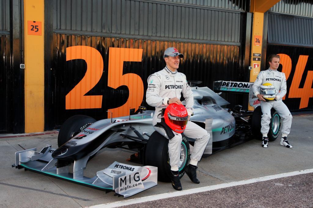 Rosberg y Schumacher en la presentación del Mercedes de 2010 en...