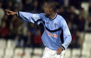 Catanha celebra el gol ante el Shakhtar en el año 2000.