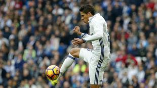 Rafael Varane en un partido con el Real Madrid
