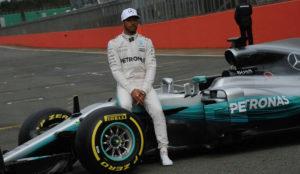 Lewis Hamilton, con el Mercedes W08 en Silverstone.