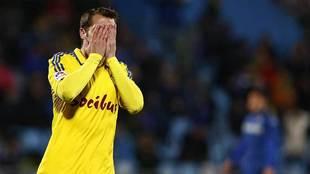 Imaz se lamenta de una ocasión en el partido del Cádiz en Getafe