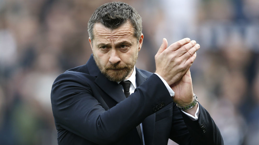 Jokanovic aplaude a la afición del Fulham tras el partido de FA Cup...