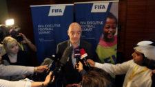 Infantino ofrece una improvisada rueda de prensa en Qatar.