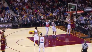Tapón de Willy Hernangómez a Tristan Thompson