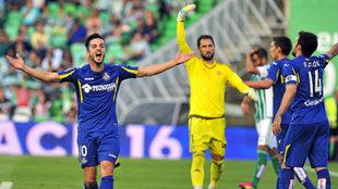 Sarabia se queja durante el Betis-Getafe que le costó el descenso a...
