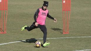 Pereira golpea al balón en un entrenamiento.