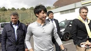Un sonriente Gaku abandona las instalaciones de El Mundialito tras...