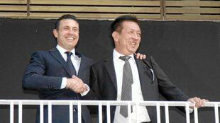 Salvo y Lim en el balcón del campo de Mestalla.