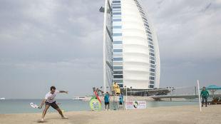Federer y Murray, delante del Burj Al Arab