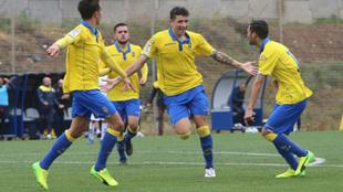 Erik Expósito celebrando un gol en las categorías inferiores de Las...