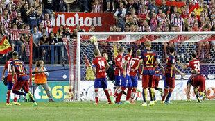 Neymar marca de falta directa en la última visita liguera del Barça...