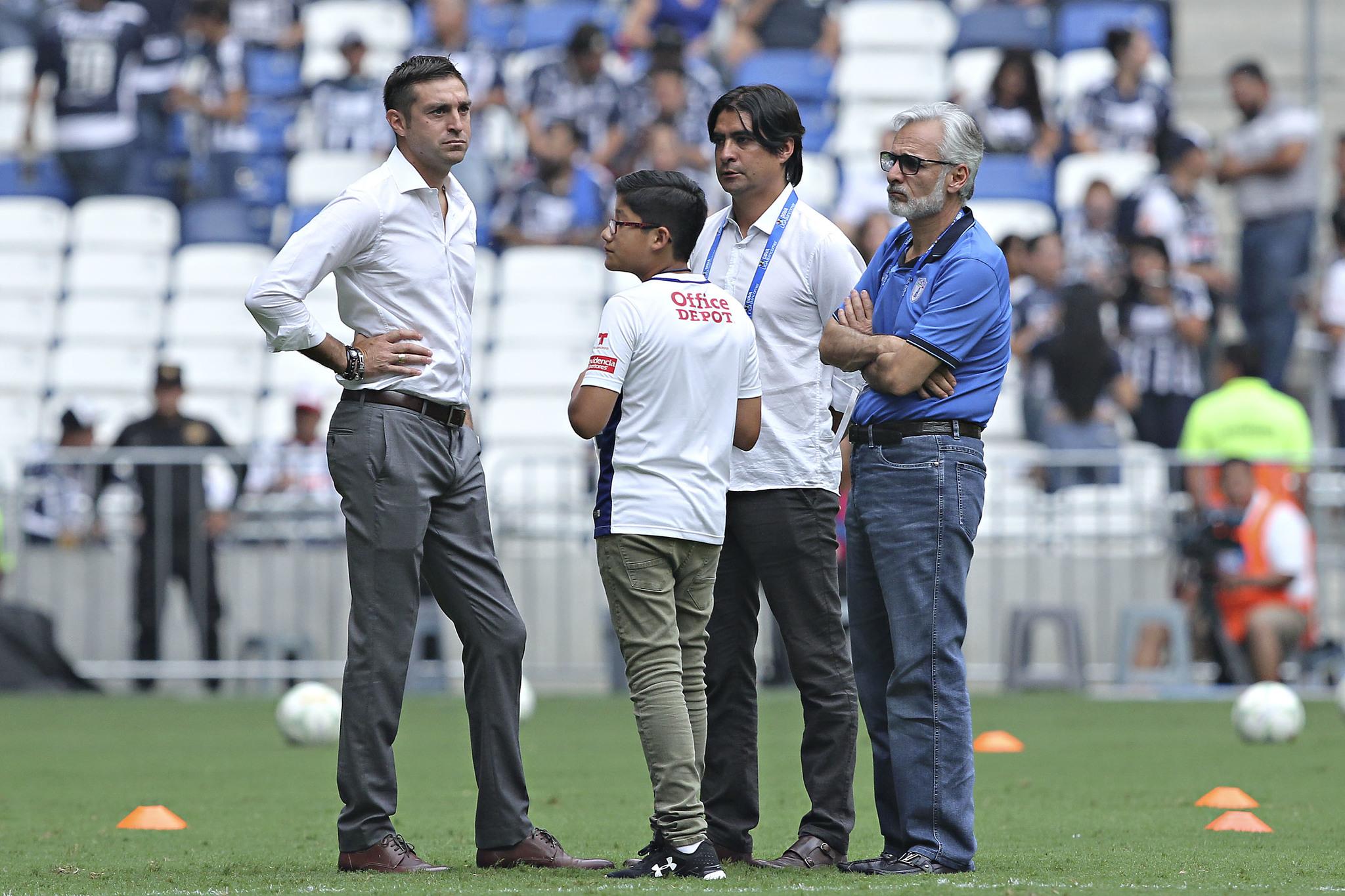 Diego Alonso, con Marco Garcés y Jesús Martínez.