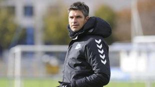 El técnico del Alavés en un entrenamiento.