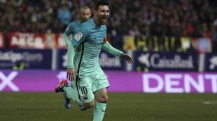 Messi celebra uno de los goles que ha marcado en el Calderón.