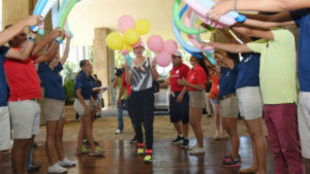 Bouchard, rodeada de globos