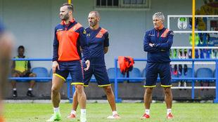 Setién observa a Jesé en un entrenamiento de Las Palmas.