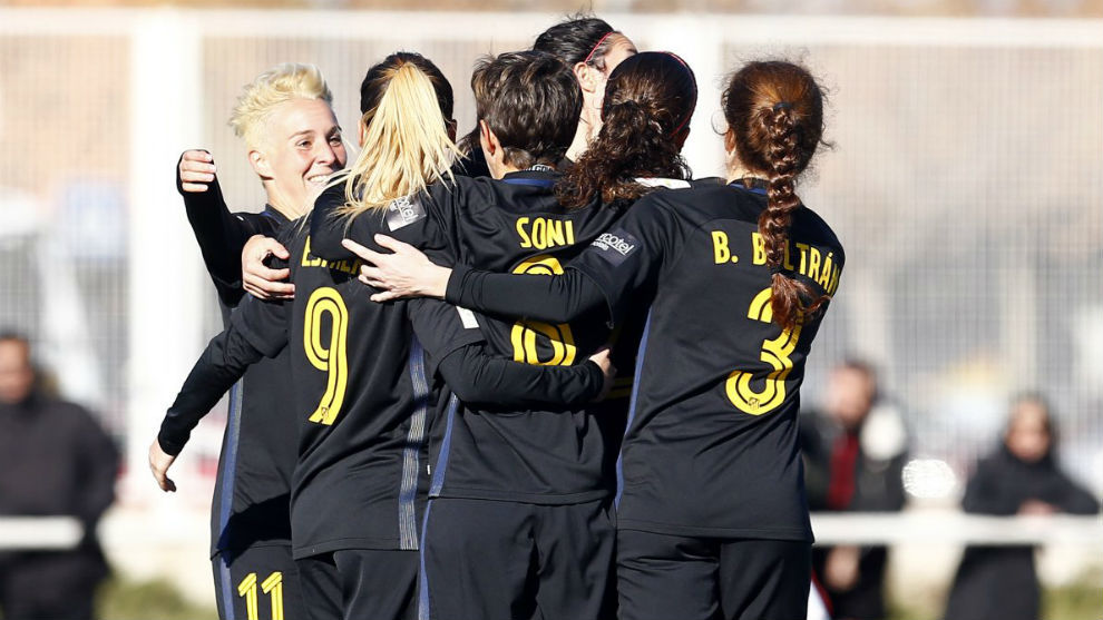 El Atlético sufre en Huelva pero gana y mantiene la ventaja