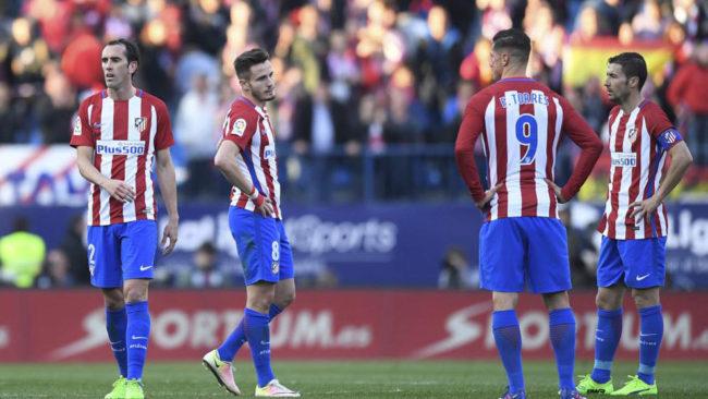 Godín, Saúl, Torres y Gabi, en un momento del partido frente al...