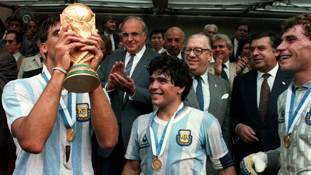 Maradona en una mítica imagen
