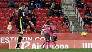 Jugadores del Tenerife celebran uno de los goles ante el Mallorca.