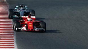 Vettel y Bottas, durante la jornada de hoy de test en Montmeló.