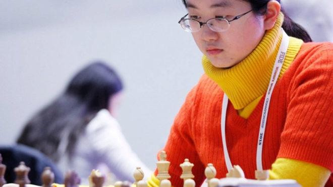 La china Tan Zhongyi durante una partida de ajedrez.