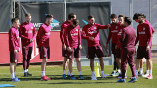 Los jugadores del Atlético, durante el entrenamiento de ayer.