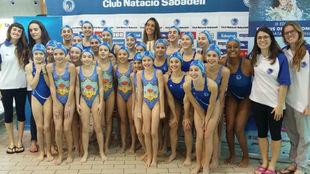 Ona, con las jóvenes del CN Sabadell