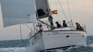 Andarias y Servet, junto con otros tripulantes, a bordo del Alvedro...
