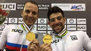 Ignacio �vila y Joan Font posan con el oro mundial en persecuci�n.