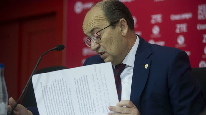 La FIFA sancionó al Sevilla por comprar jugadores usando un fondo de inversión